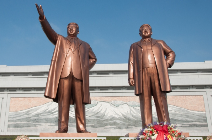 Statues_of_Kim_Il-Sung_and_Kim_Jong-Il_on_Mansudae_Hill.jpg