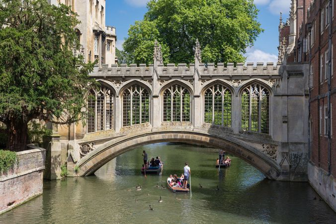 Bridge_of_Sighs,_St_John's_College,_Cambridge,_UK_-_Diliff