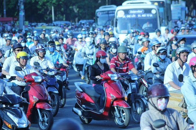 1200px-Overpopulation_in_Hồ_Chí_Minh_City,_Vietnam