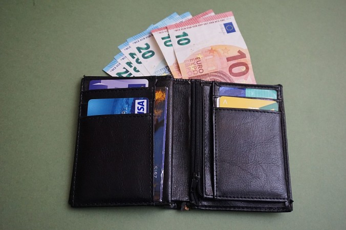 wallet_money_tickets_europe_business_eur_finance_trade-596773.jpg!d.jpg