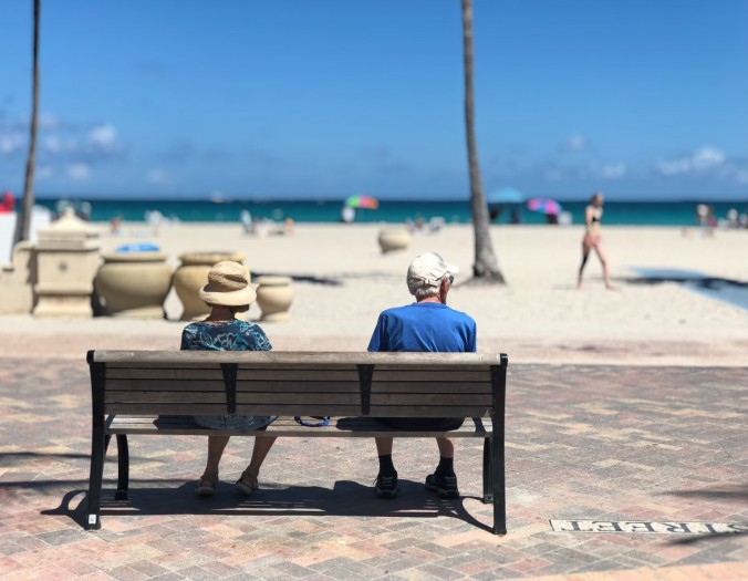 adult_beach_bench_couple_depth_of_field_focus_leisure_miami-1527353.jpg!d